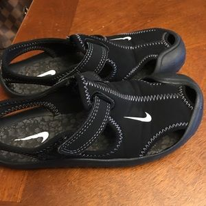 Nike Shoes - Boys Nike sandals, size 12